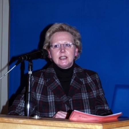 Sabine Krebs begrüßt die Gäste